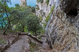 Descenso al Faro del Caballo, en Santoña