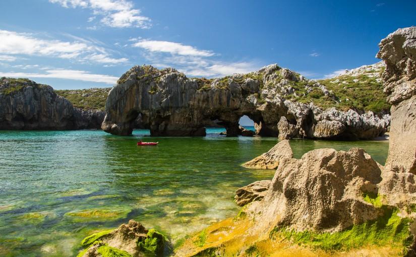 La Playa de Cuevas del Mar, en Asturias