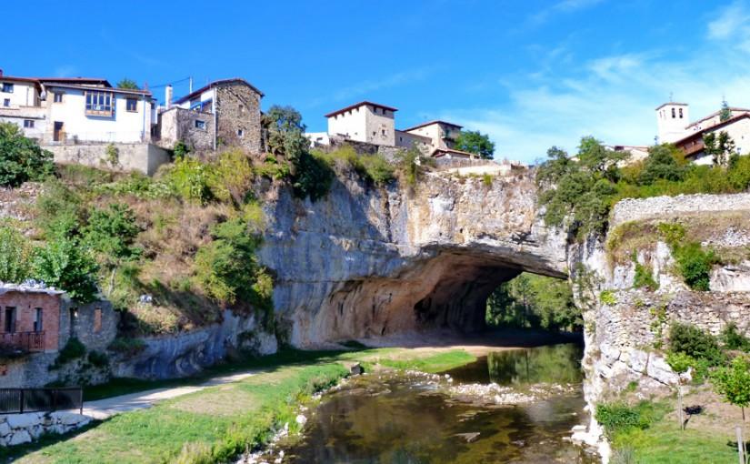 El pintoresco pueblo de Puentedey, en Burgos