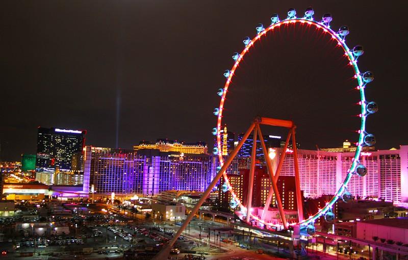 The High Roller en la noche de Las Vegas