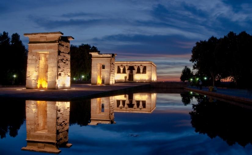 Templo de Debod bajo la noche de Madrid