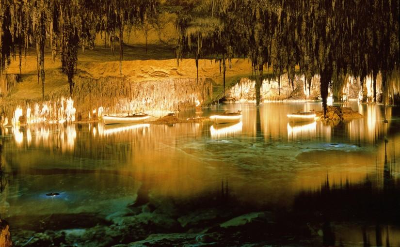 Lago interior de las Cuevas del Drach, Mallorca