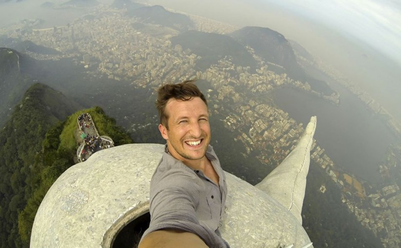 Selfie de Lee Thompson en lo alto del Cristo Redentor, Río de Janeiro