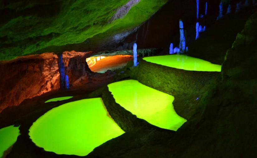 El Lago de los Deseos, en el interior de la cueva