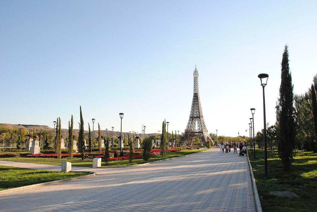 El parque europa de torrej n de ardoz en madrid sala for Chalets en torrejon de ardoz
