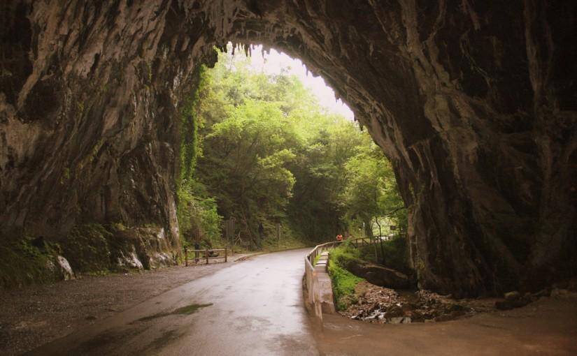 La Cuevona de Cuevas del Agua, en Ribadesella (Asturias)