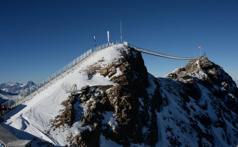 Puente colgante en la estación Glazier 3000, Suiza