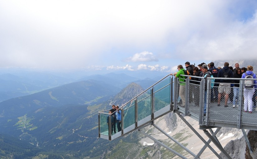 Suspension Bridge del glaciar Dachstein , en Austria