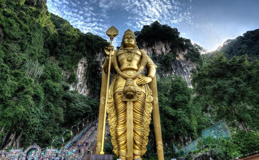 Estatua de oro macizo del dios hindú Murugan, (47 m.)